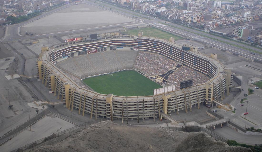 "Estadio Monumental ""U"""